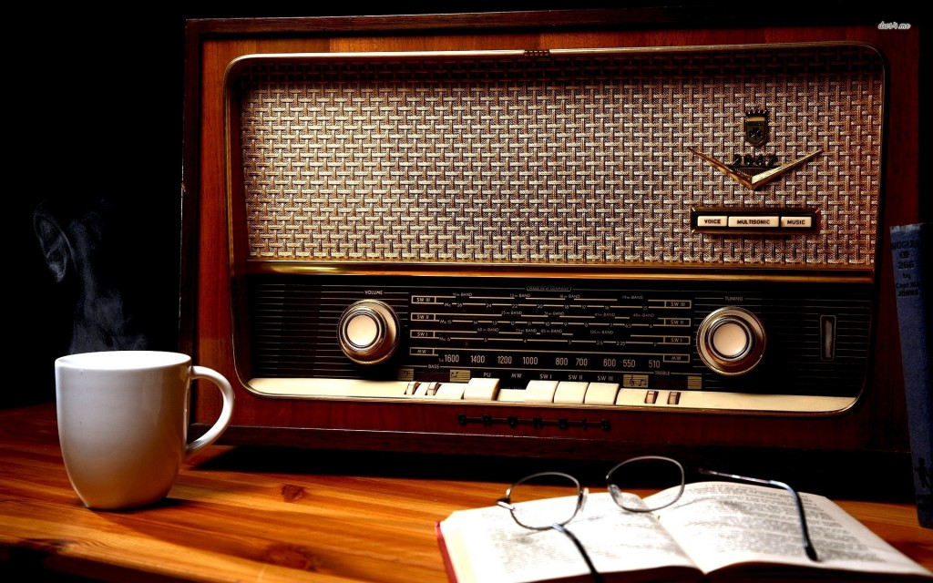 16648-vintage-radio-1920x1200-photography-wallpaper